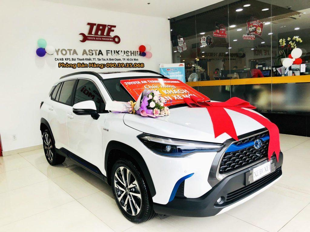 Giá xe Toyota Cross HV