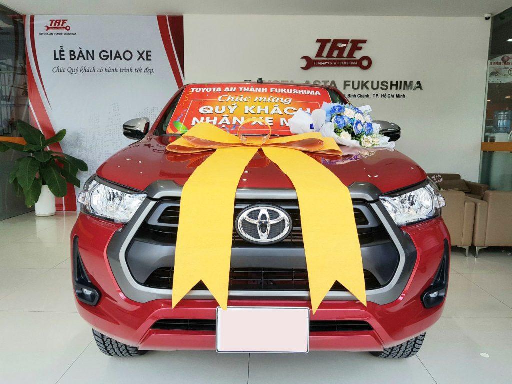 Toyota bình chánh giao xe mới