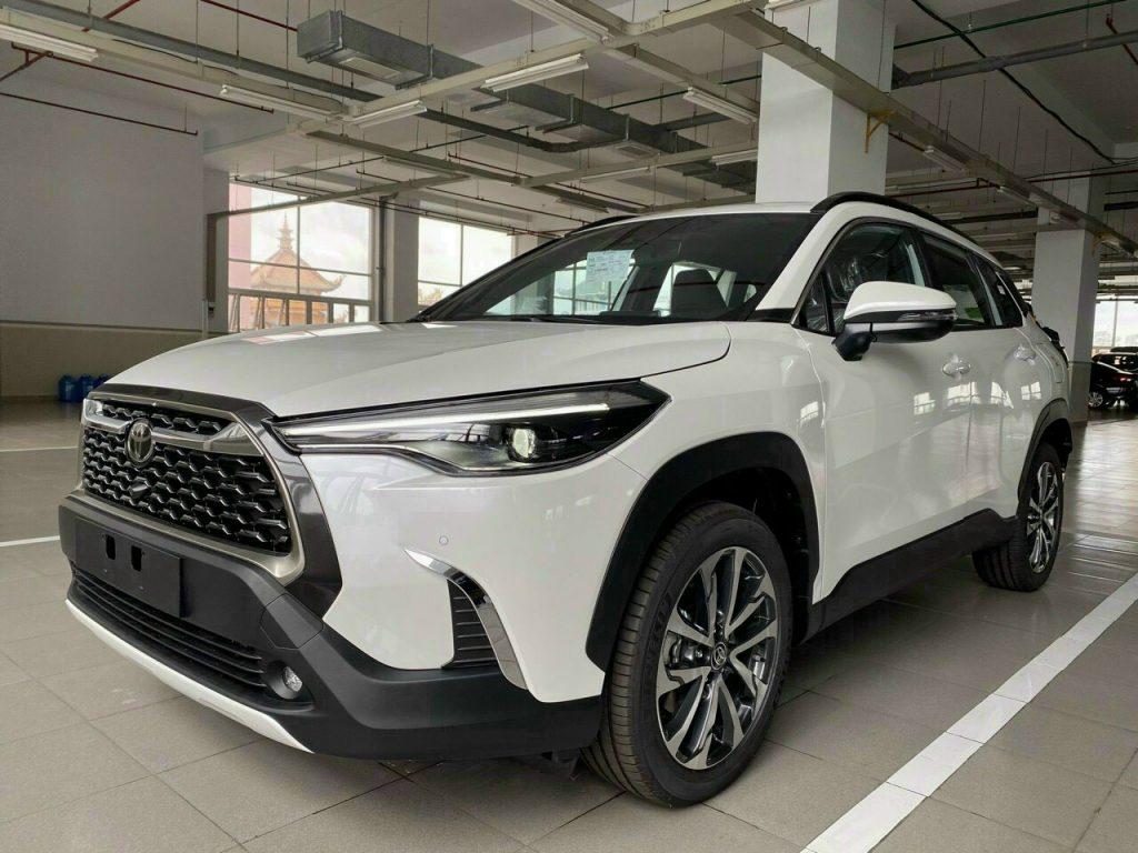 Toyota Corolla Cross V mau trang
